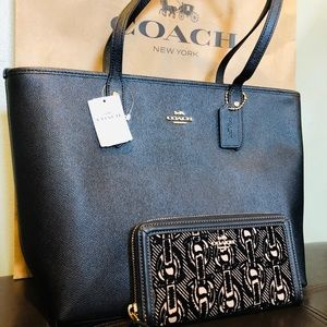 COACH City Zip Tote + Chain Print Accordion Wallet